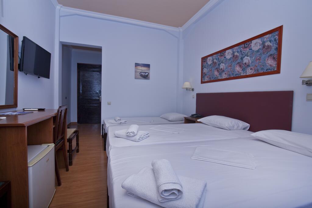 Grand Hotel Loutraki8